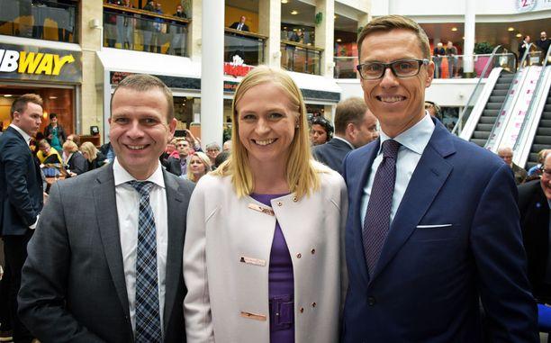 Petteri Orpo (vas.) uskoo voittavansa kokoomuksen puheenjohtajavaalin ensimmäisellä kierroksella. Elina Lepomäki ja Alexander Stubb lienevät asiasta eri mieltä.