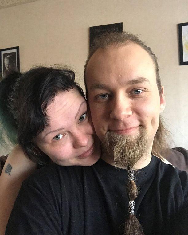 Kaveri dating tyttö 4 vuotta vanhempi