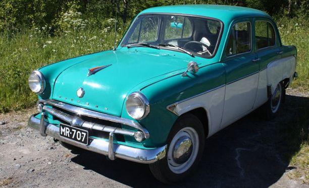 - Auton malli on Moskvitsh 407, vuosimalli 1959. Auto on museorekisteröity ja se on ollut minulla nyt neljä vuotta, Matti kertoo.