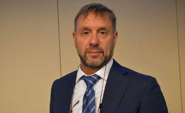 """Dragon Miningin toimitusjohtaja Brett Smith pitää Suomea monin tavoin houkuttelevana kaivosyhtiöille. """"Osaava työvoima, infrastruktuuri, resurssit... """"Brett luettelee Suomen hyviä puolia."""