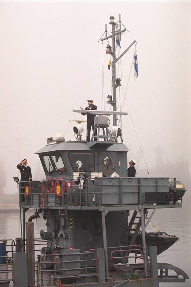 Kuvassa olevan Kala-lautan lisäksi Airiston Helmelle välitettiin yhteyslautta Hakuni.