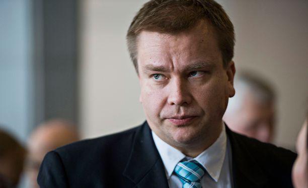 Keskustan Antti Kaikkonen arvioi, että esitys saadaan eduskuntaan tammikuun aikana.