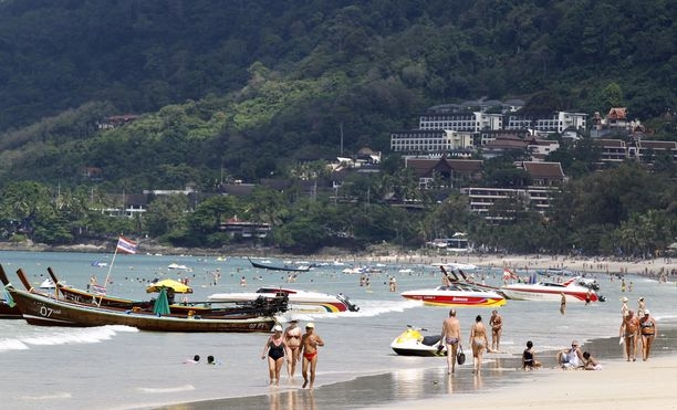 Phuketin rannat ovat tyhjentyneet turisteista koronaviruspandemian takia. (Kuvituskuva)