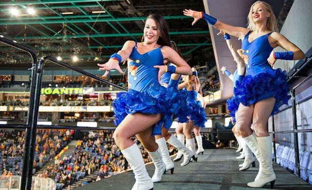 Dance Teamin jäsenet ovat kokeneita ja menestyneitä tanssijoita.
