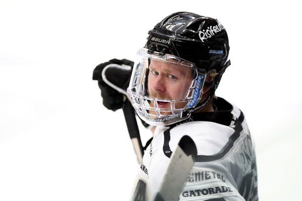 Ville Lajunen pelaa TPS:n riveissä kaudella 2021-22.