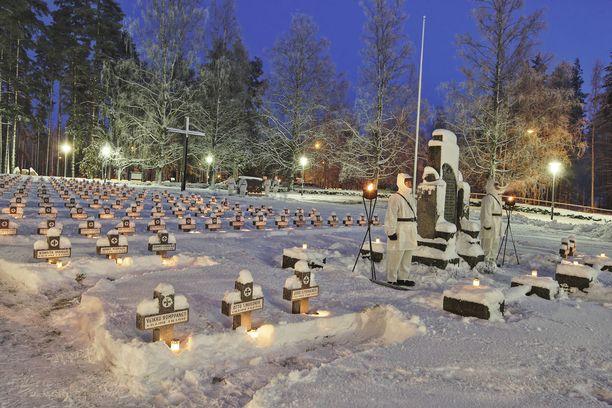Jo 7000 suomalaista on ilmoittanut halukkuutensa kunniavartioon.