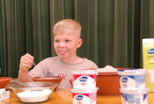Juho Rönnqvist söi piimään sekoitetun talkkunan iloisena.