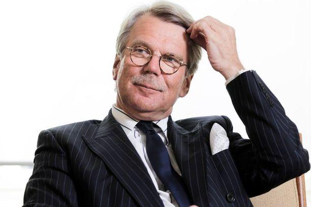"""Björn """"Nalle"""" Wahlroos ei katso suomalaista työmarkkinasopuilua hyvällä silmällä."""