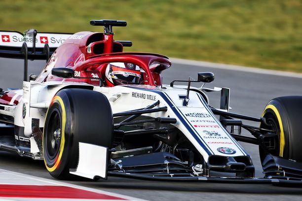 Kimi Räikkönen oli ensimmäisen F1-testiaamupäivän neljänneksi nopein.
