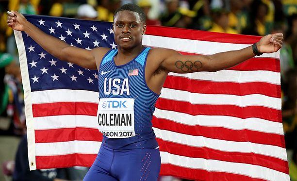Christian Coleman juhli viime vuonna Lontoossa MM-hopeaa.