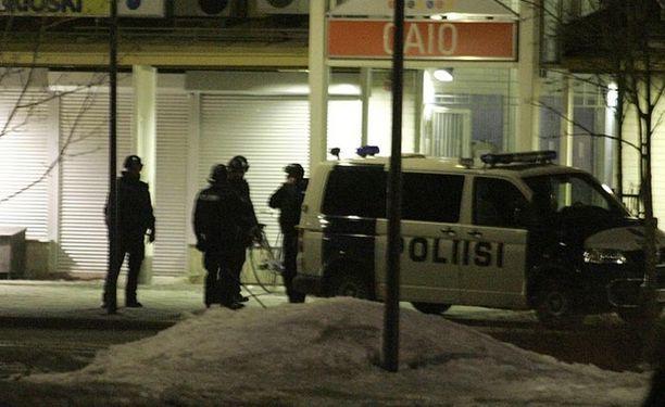 Poliisi piiritti ravintolaa Oulun Kaijonharjussa noin parin tunnin ajan.