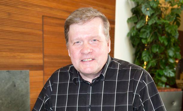 Lauri Karhuvaara oli MTV3:n ruutukasvona yli 30 vuotta.