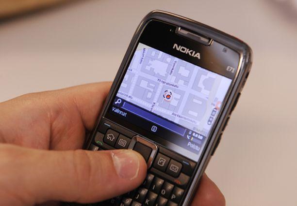 E71 muotoiluun ja raaka-aineisiin on satsattu. Puhelin tuntuu kädessä jopa hintaansa arvokkaammalta. Näet jutun kuvat suurempina klikkaamalla.