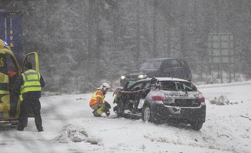 Kotkassa Juurikorven levikkeellä tapahtuneessa kolarissa loukkaantui kaksi ihmistä.
