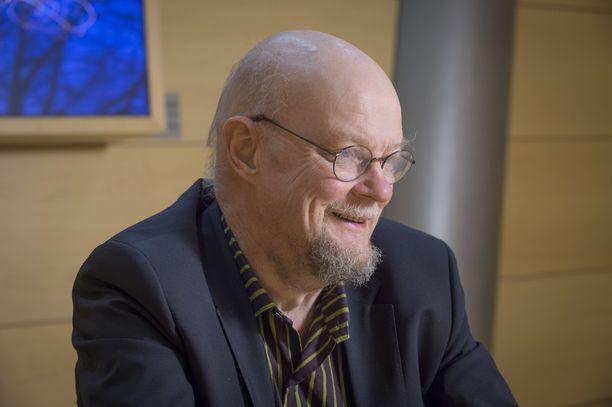Kansanedustaja Osmo Soininvaara eduskunnassa 4. maaliskuuta 2015. Osmo Soininvaara toimi peruspalveluministerinä  (sd) II hallituksessa 2000-2002.
