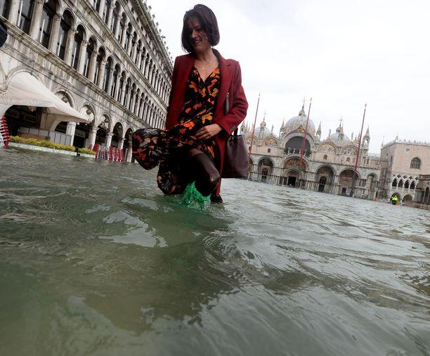 Vedenpinta nousi maanantaina ennätyskorkealle Venetsiassa.