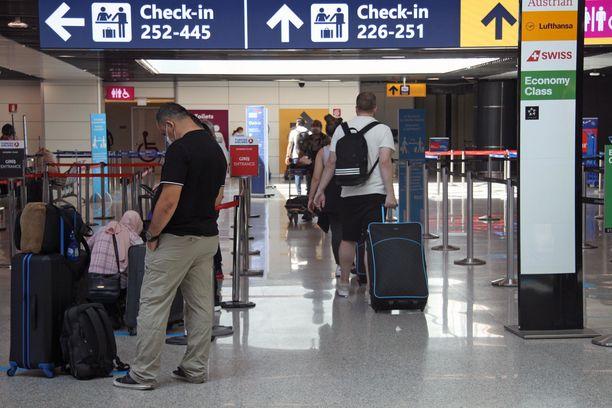 Kuvituskuva lentokentältä Italiasta. Italian ja Suomen välisestä sisärajavalvonnasta on luovuttu.