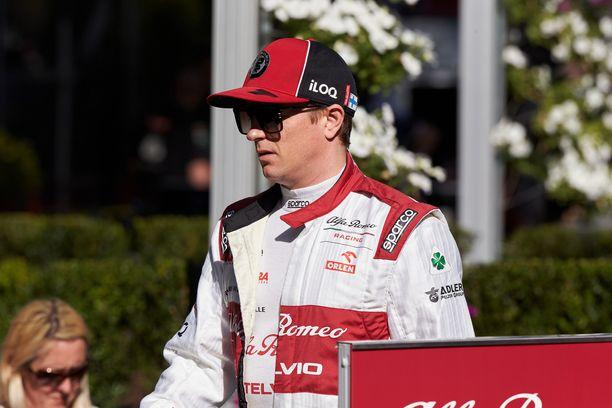 Kimi Räikkönen vaatii Alfa Romeolta täyttä keskittymistä tuleviin koitoksiin.