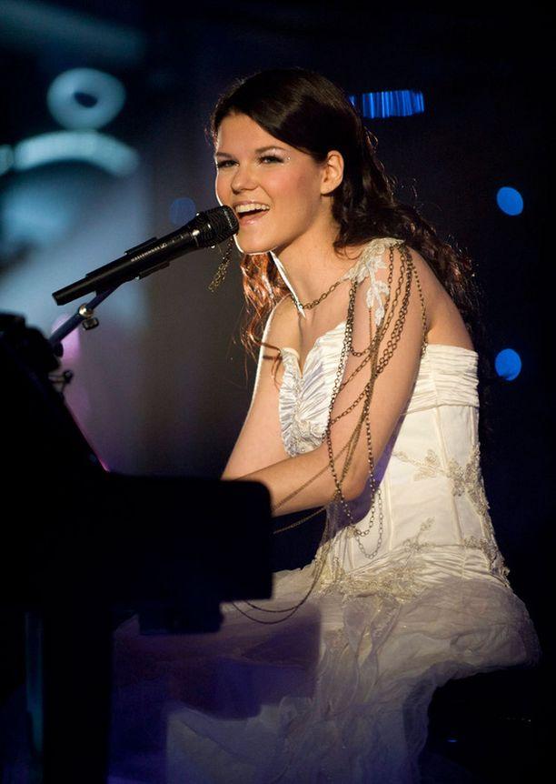 Saara osallistui myös Suomen euroviisukarsintoihin vuonna 2011.