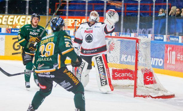 Ässien maalivahti Andreas Bernard päästi tiistaina Tampereella vain yhden, mutta silti Pata jäi ilman sarjapisteitä.