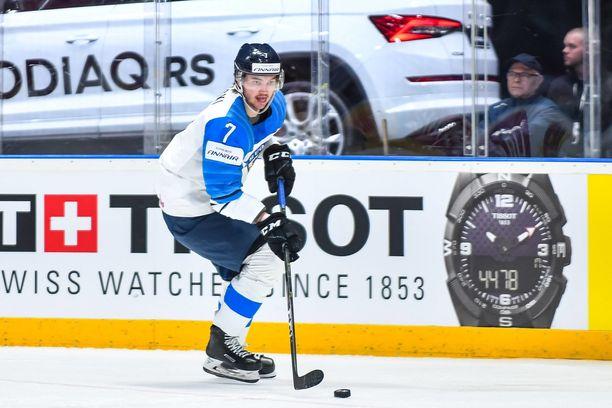 Oliwer Kaski jatkaa uraansa KHL:ssä.
