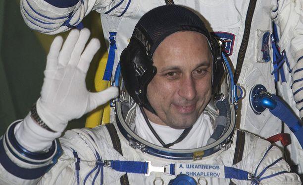 Venäläinen astronautti Anton Shkaplerov kertoo, että avaruusbakteereja tutkitaan Maassa parhaillaan.