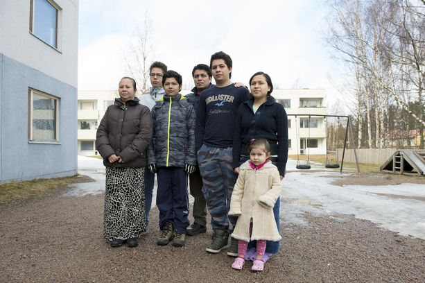 Meksikolaisperhe palaa kotimaahansa odottamaan työlupia Suomeen, ellei inhimillisempää ratkaisua löydy.