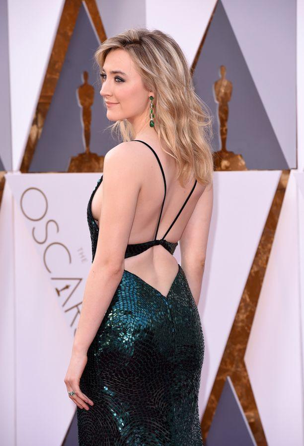 Saoirse Ronanin Calvin Klein puku paljasti rohkeasti.