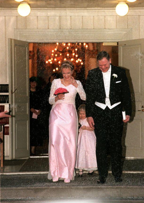 Paavo Lipponen meni Päivinsä kanssa naimisiin 31.1.1998. Pari vihittiin Helsingin Vanhassa kirkossa.