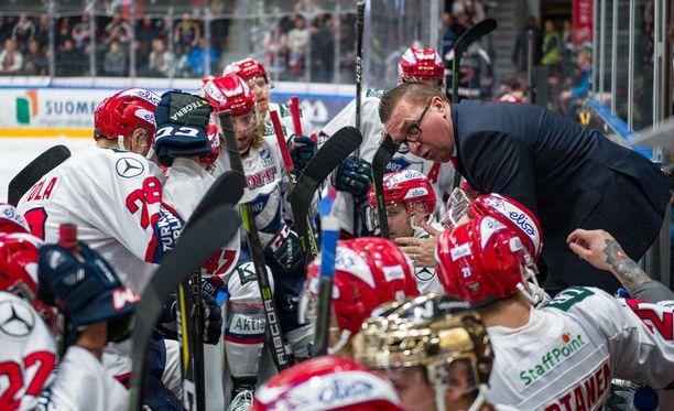 Ari-Pekka Selin luotsasi HIFK:n pronssille viime keväänä.