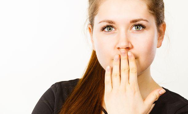 Jos epäilet hengityksesi hajua, voit kysyä mielipidettä esimerkiksi perheenjäseneltä.