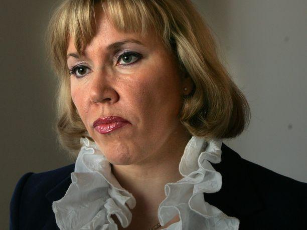 Kokoomuksen entinen kansanedustaja Tuija Nurmi nosti sopeutumiseläkettä vuosina 2011–2019, vaikka hän työskentelee lääkärinä Terveystalossa.