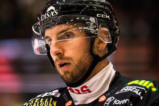 Oskar Osala osui toisessa perättäisessä ottelussaan Kärppien paidassa.