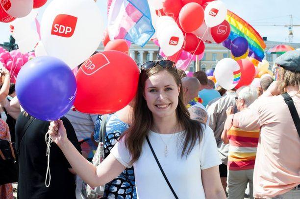 Kansanedustaja Sanna Mari (sd) oli mukana Pride-kulkueessa.