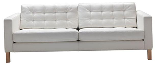 Sims-hahmot voivat jatkossa kölliä ehkä myös tällä IKEA:n sohvalla.