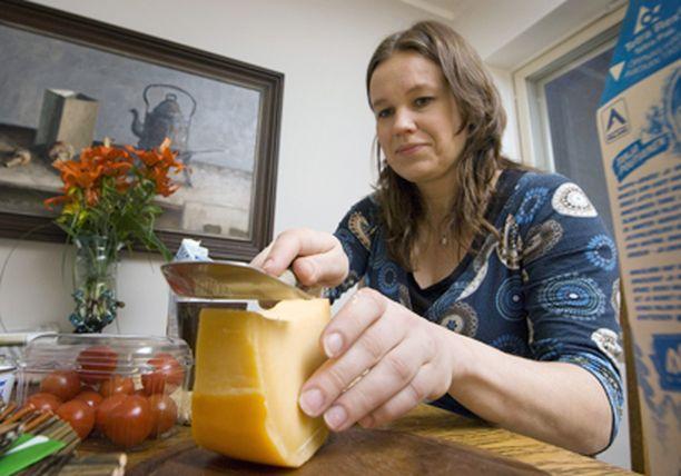 Hintahöylä iskee lokakuussa erityisesti juustoon.