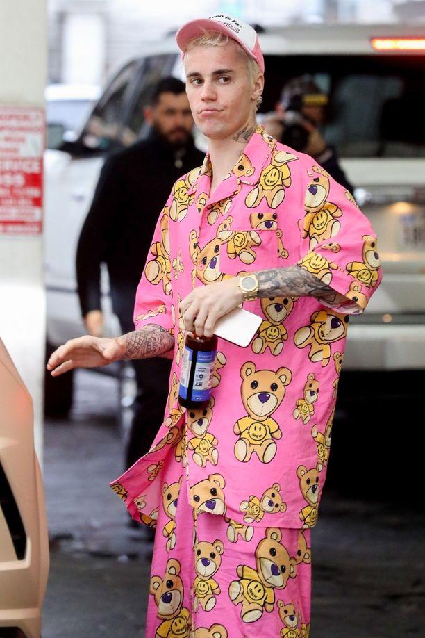 Justin Bieber otti uuden tatuoinnin kaulaansa.
