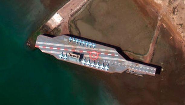 Kopioalus on vai noin 200-metrinen, kun todellinen Nimitz on sata metriä pitempi. Kannelle on sijoitettu 16 hävittäjäkoneen mallia.