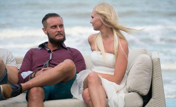 Jonnen ja Erikan suhde ei ottanut tuulta alleen ohjelman jälkeen. Jonne menetti myös kihlattunsa Sonjan.