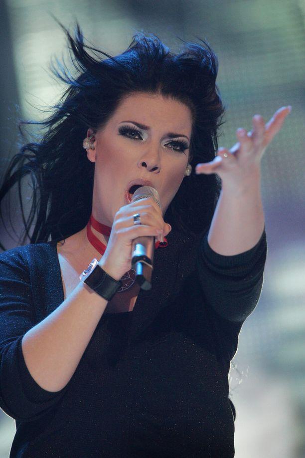 Laulaja edusti Suomea Euroviisuissa kappaleella Leave Me Alone vuonna 2007.