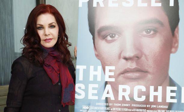 Priscilla Presley oli mukana tekemässä myös Elviksestä kertovaa dokumenttia, joka julkaistiin keväällä.
