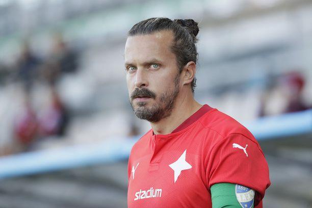 Jukka Halme sai punaisen kortin.