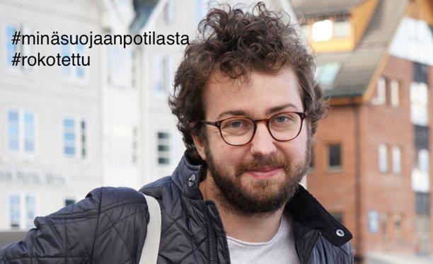 """Iivo Hetemäki osallistuu tällä kuvalla """"Minä suojaan potilasta"""" -kampanjaan sosiaalisessa mediassa."""