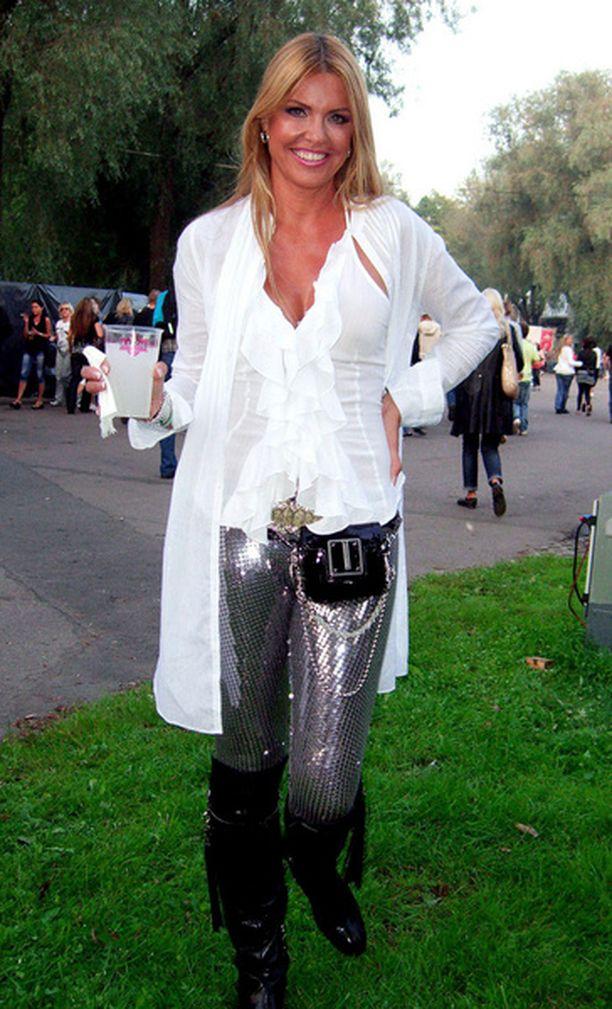 Anu Saagim bongattiin Madonnan Tallinnan konsertista.