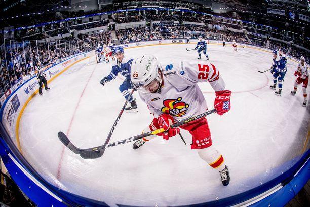 Pekka Jormakan pyristelystä ei avauserässä ollut paljon apua, kun Dynamo iski nopeasti neljä maalia.