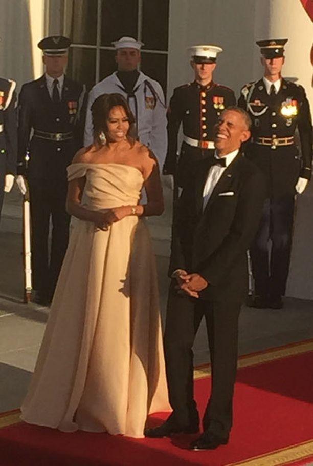 Obama nauroi vaimonsa puheille.