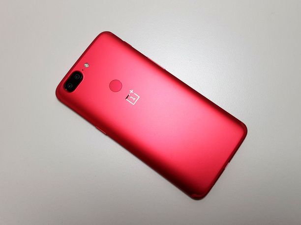 Oneplus 5T Lava Red takaa.