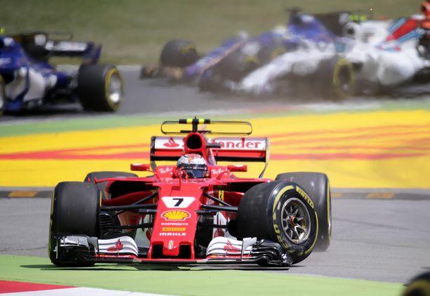 Kimi Räikkösen Espanjan GP päättyi 2017 jo avauskierrokselle.