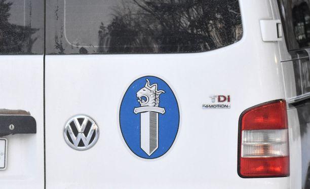 Poliisi tutkii tapausta törkeänä rattijuopumuksena ja ajoneuvon kuljettamisena oikeudetta.