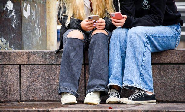 Seksuaalinen häirintä tapahtuu usein netissä.